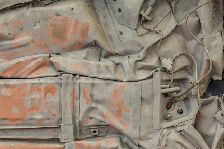 Спрессованные, раздавленные старые машины как искусство (30)