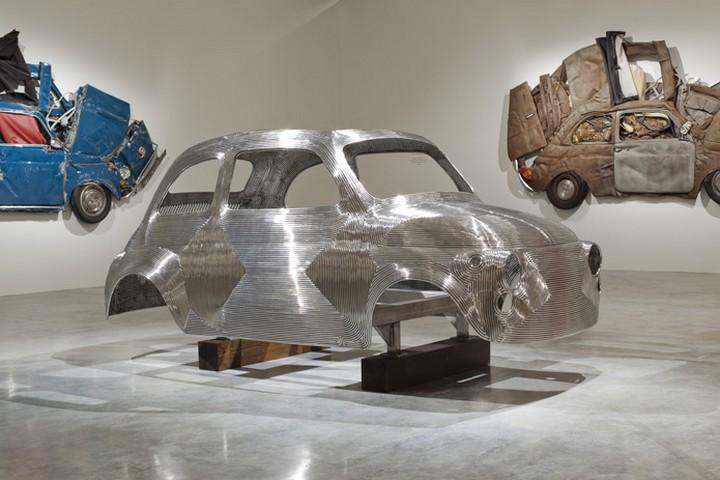 Спрессованные, раздавленные старые машины как искусство (32)