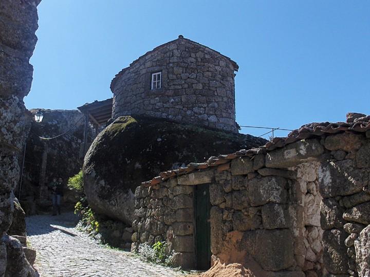 Монсанто - каменная деревня в Португалии (4)
