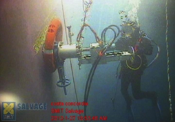 Операция по подъему лайнера Costa Concordia (16)