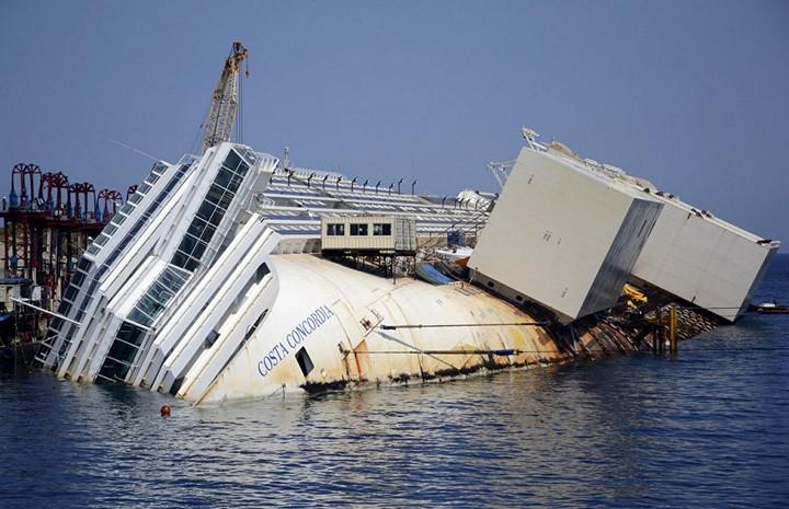 Операция по подъему лайнера Costa Concordia (23)