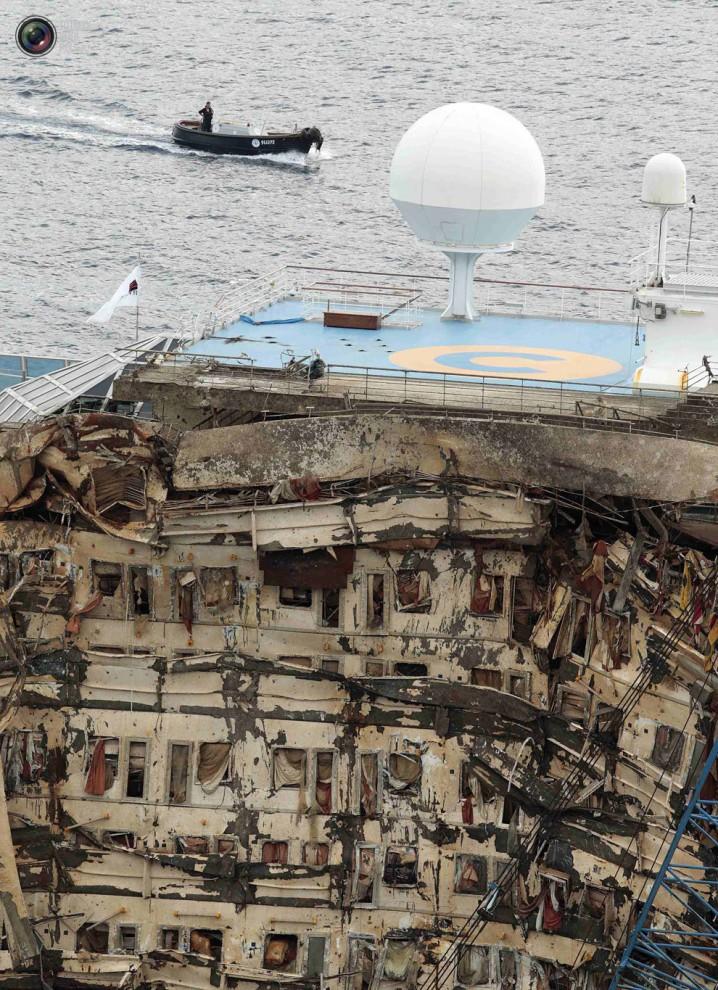 Операция по подъему лайнера Costa Concordia (49)