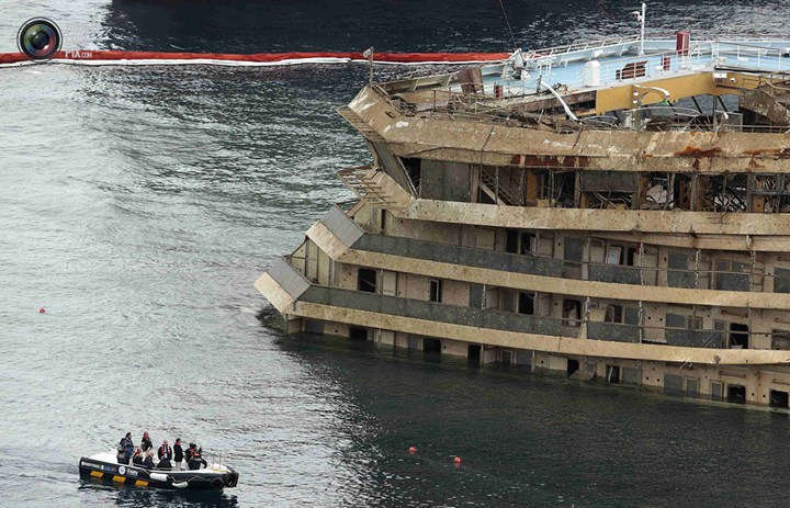 Операция по подъему лайнера Costa Concordia (50)