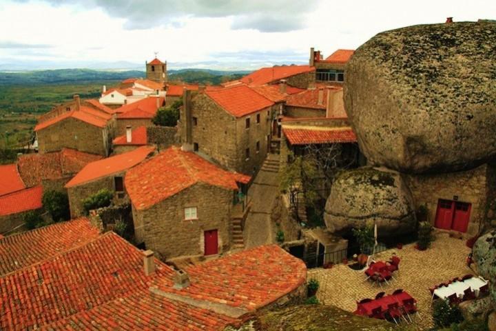 Монсанто - каменная деревня в Португалии (11)