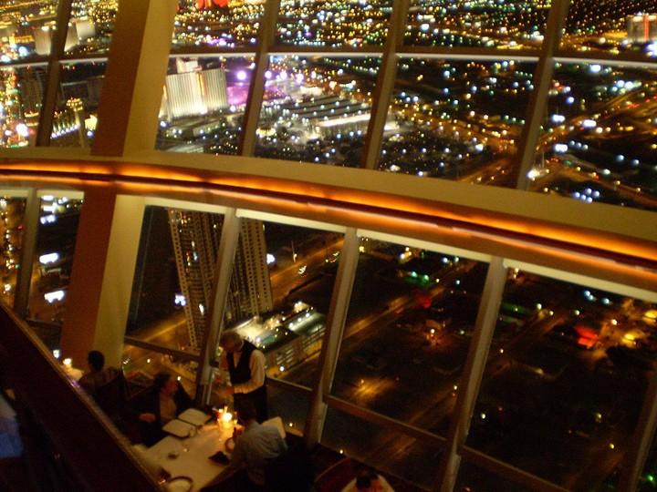 Самые необычные рестораны и бары мира с красивым видом (2)
