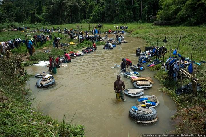 Как стирают в Кот-д'Ивуаре (3)