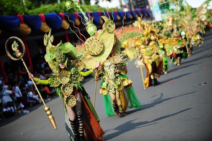 Необычный карнавал в индонезийском Джембере (10)