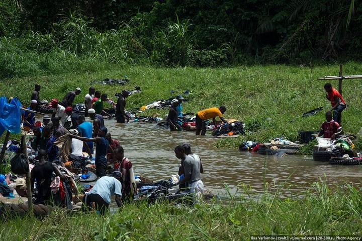 Как стирают в Кот-д'Ивуаре (6)