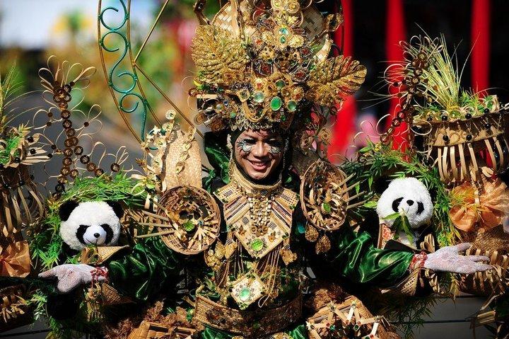 Необычный карнавал в индонезийском Джембере (12)