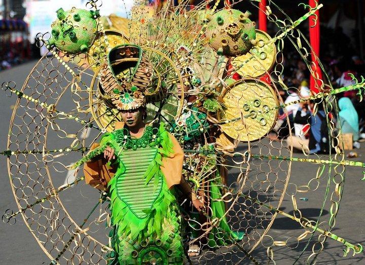 Необычный карнавал в индонезийском Джембере (23)