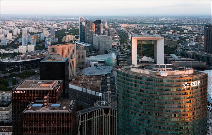 Руферы, как залезть на высокое здание в Европе (52)
