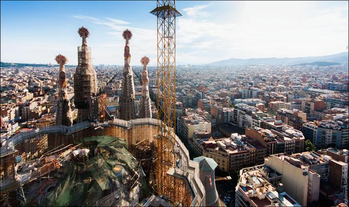 Руферы, как залезть на высокое здание в Европе (67)