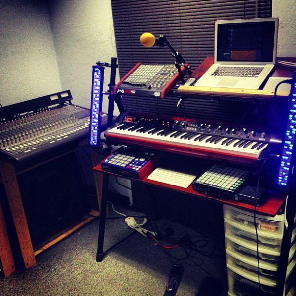 Фото домашних студий звукозаписи с профессиональной аппаратурой (20)