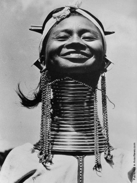 Девушки с длинными шеями из племени Падаунгов в Лондоне (6)