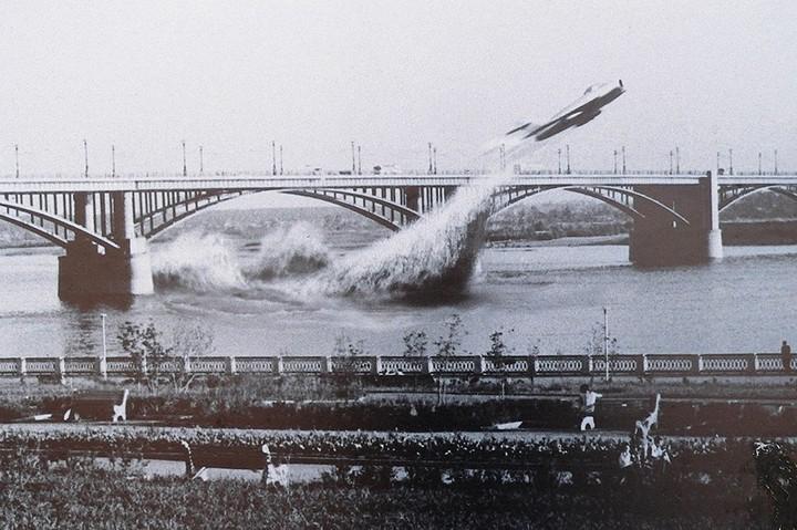 Валентин Привалов пролетел под мостом