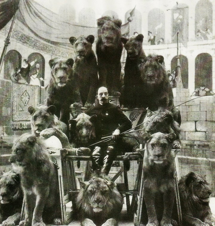 Знаменитый укротитель Капитан Джек Бонавита и его кошки. Фото 1870 года.