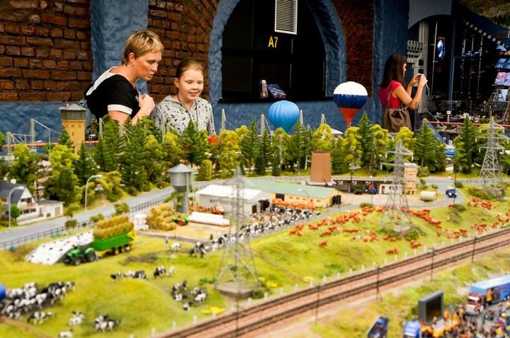 Гигантский макет. Россия в миниатюре (49)