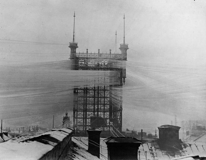 Стокгольмская башня с паутиной проводов (1)