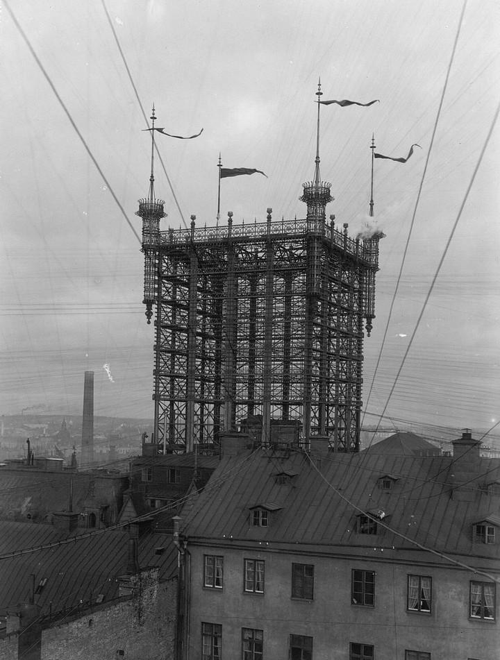 Стокгольмская башня с паутиной проводов (5)