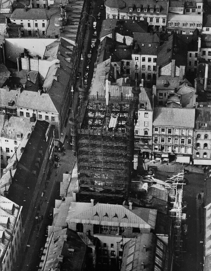 Стокгольмская башня с паутиной проводов (4)