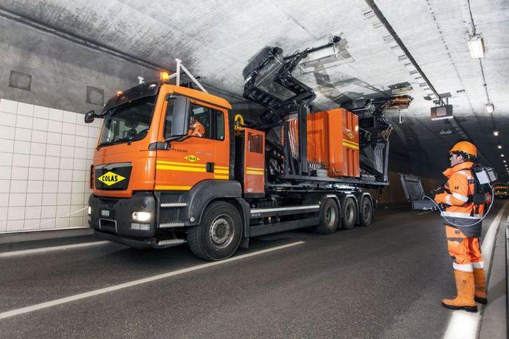 Уникальная спецмашина по очистке тоннелей (2)