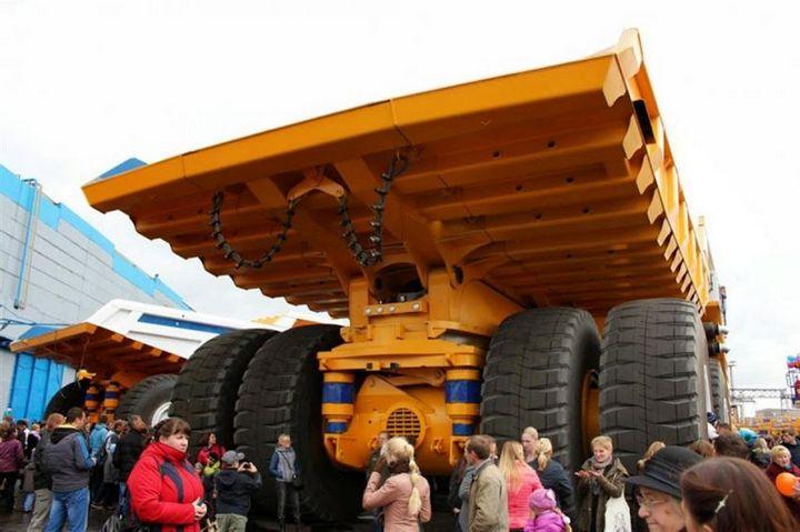 БелАЗ–75710 — самый большой грузовик в мире (2)