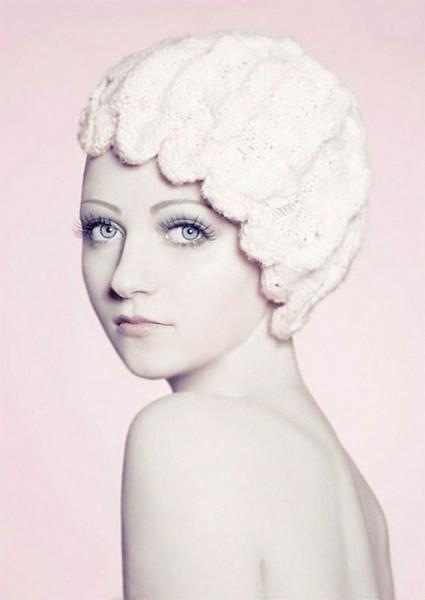 Женские вязаные шапочки парики. Вязаная шапка в виде парика (5)