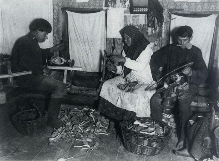 Чем занимались крестьяне начала прошлого столетия, какую работу они выполняли (8)