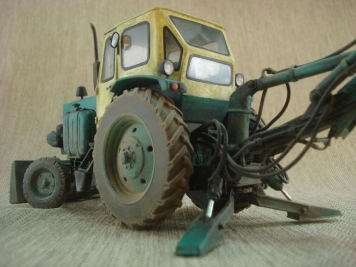 Реалистичная модель трактора из бумаги (10)
