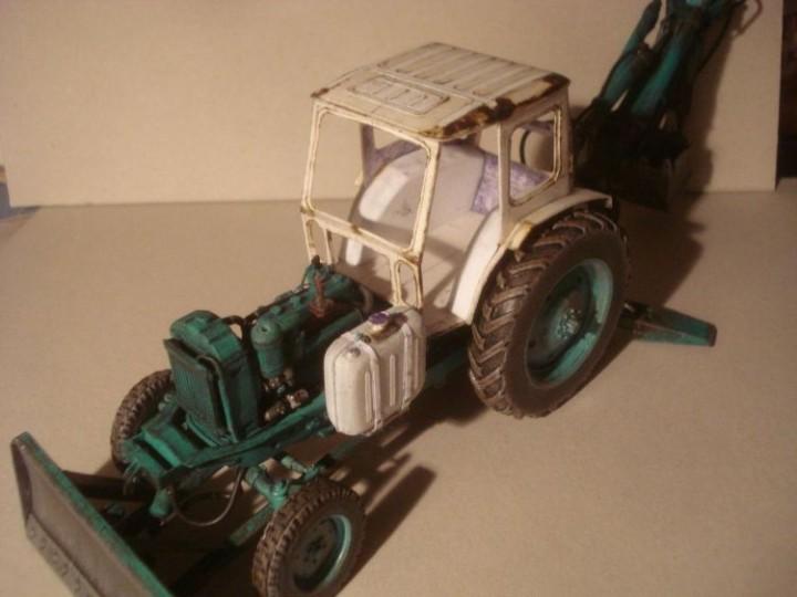 Реалистичная модель трактора из бумаги (11)