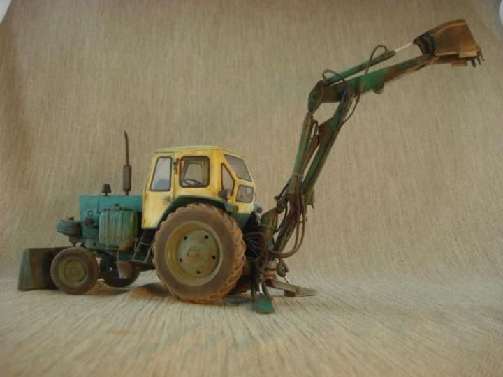 Реалистичная модель трактора из бумаги (12)