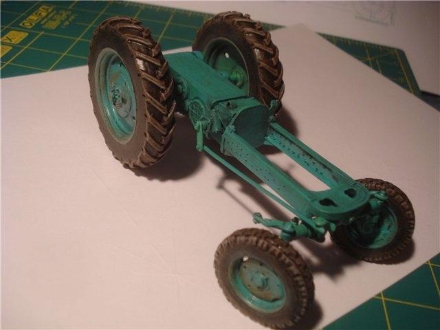 Реалистичная модель трактора из бумаги (14)