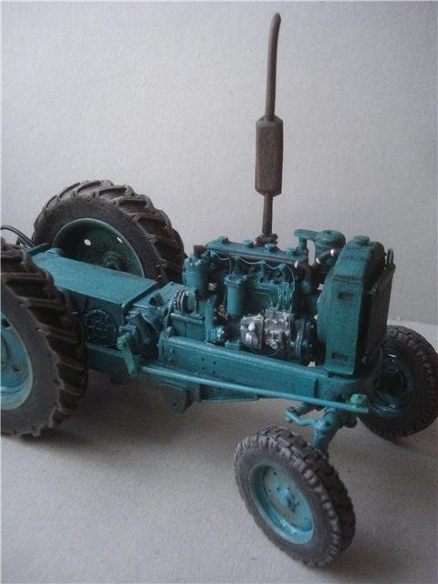 Реалистичная модель трактора из бумаги (15)