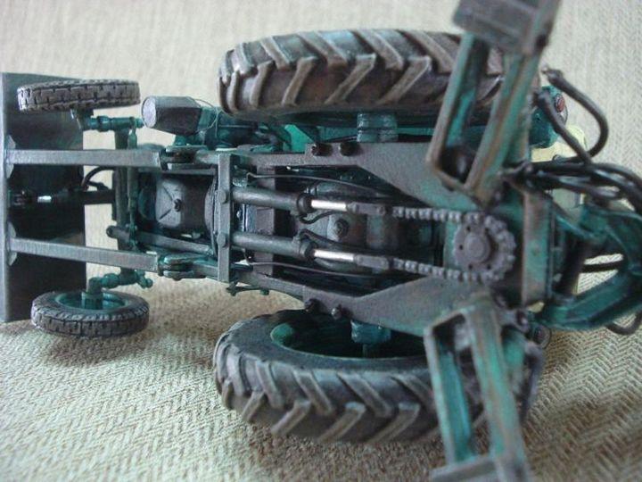 Реалистичная модель трактора из бумаги (2)
