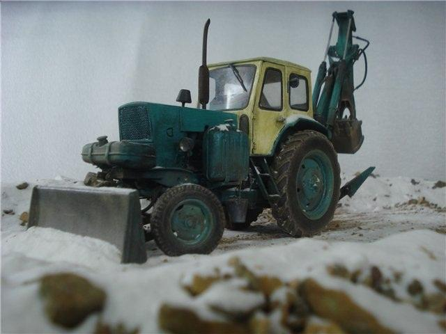 Реалистичная модель трактора из бумаги (22)