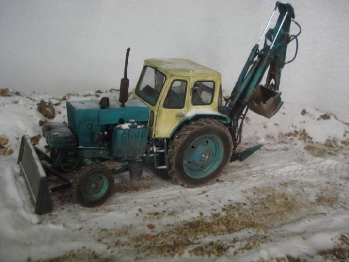 Реалистичная модель трактора из бумаги (23)