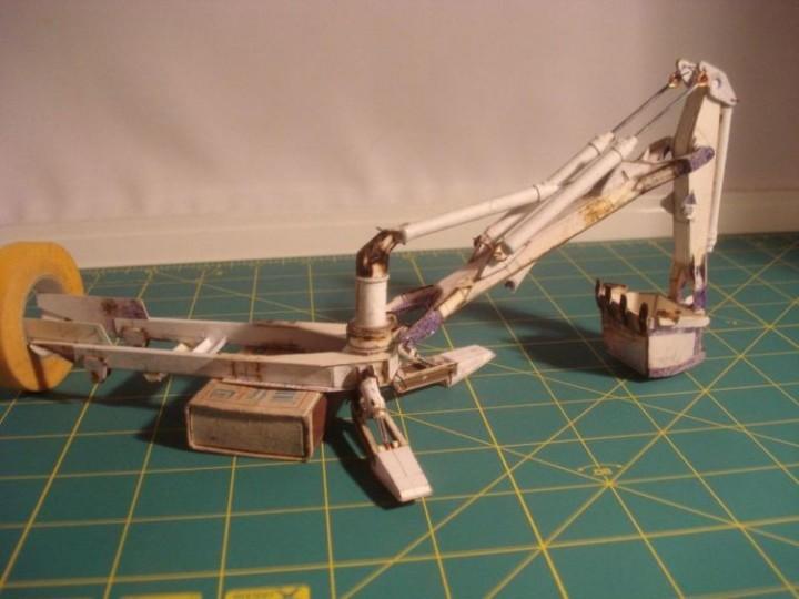Реалистичная модель трактора из бумаги (9)