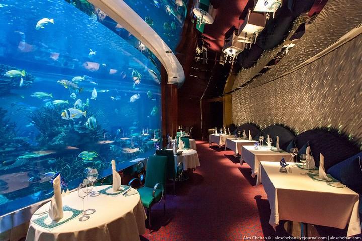 Необычный ресторан-аквариум в отеле «Бурж Аль Араб» (2)