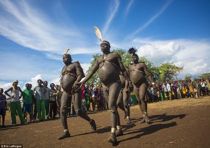 Необычный ритуал племени Омо из Эфиопии (3)