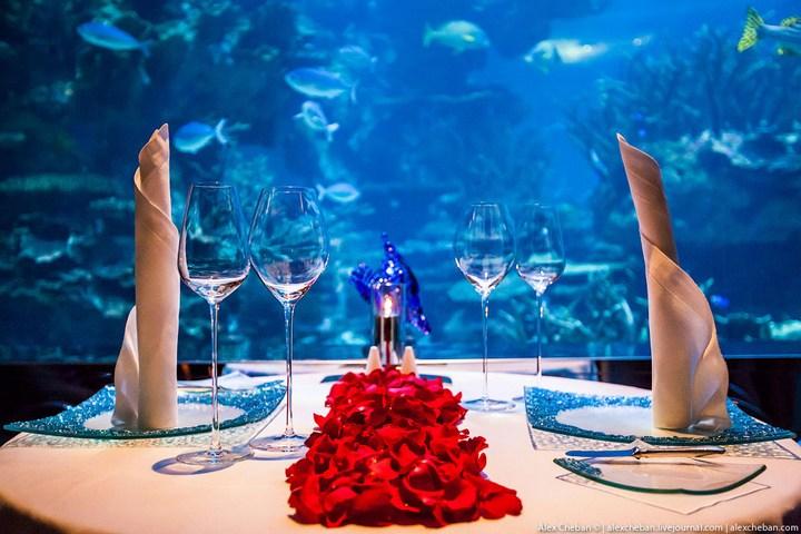 Необычный ресторан-аквариум в отеле «Бурж Аль Араб» (3)