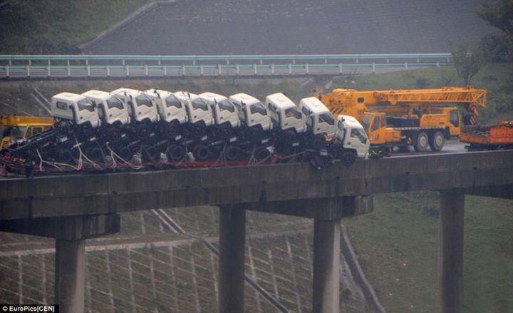 Необычная авария в Китае (5)