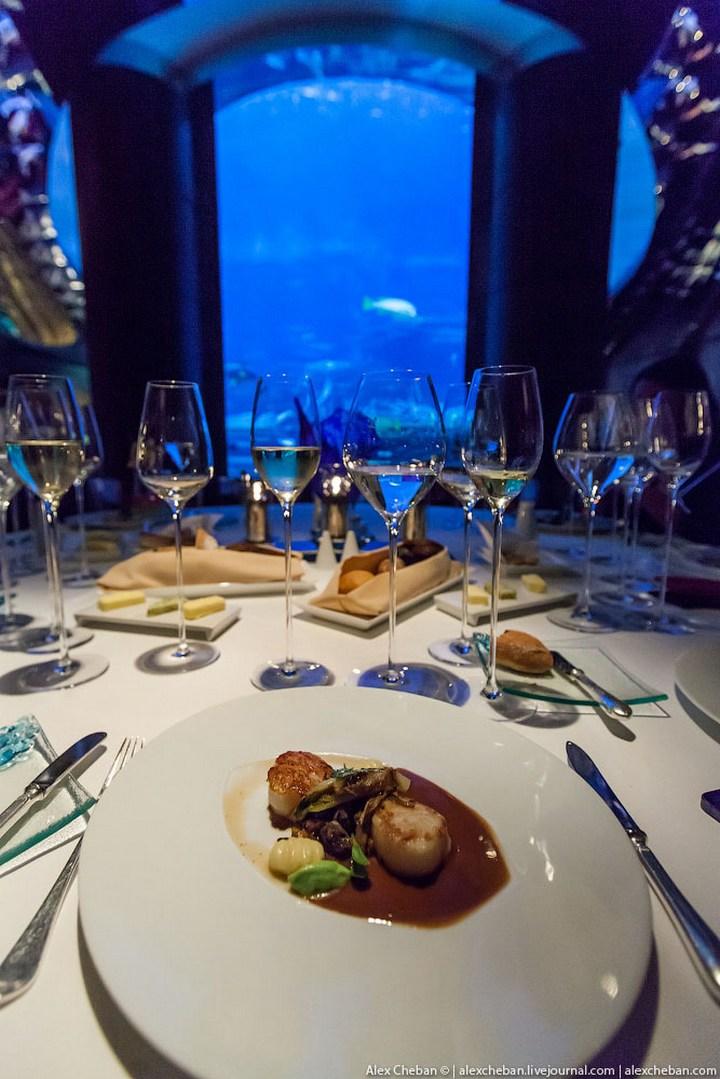 Необычный ресторан-аквариум в отеле «Бурж Аль Араб» (7)