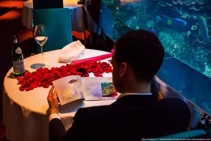 Необычный ресторан-аквариум в отеле «Бурж Аль Араб» (14)