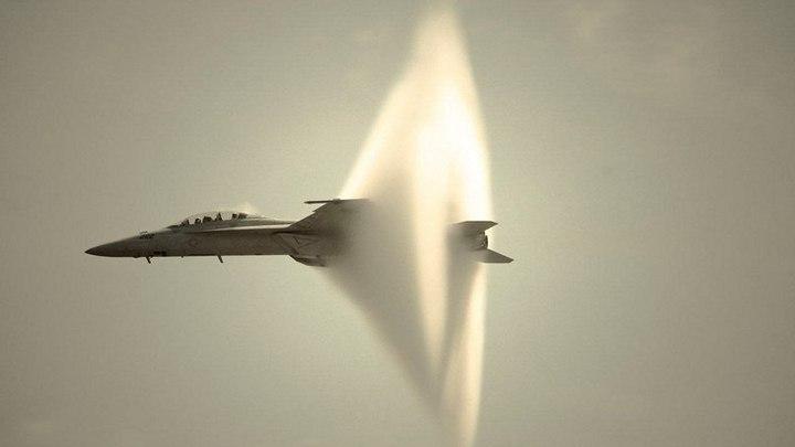 Самолет достигший скорости звука