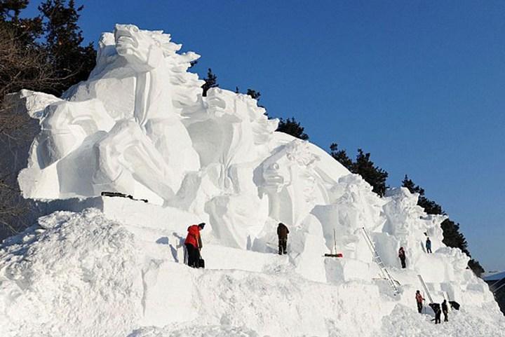 Удивительные снежные скульптуры (4)