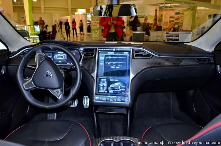Как устроен электромобиль Tesla Model S (8)