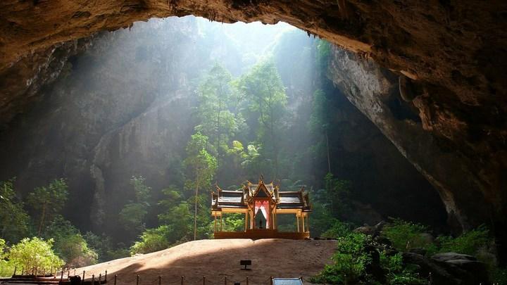 Необычная пещера Пхрая Након в Таиланде (1)