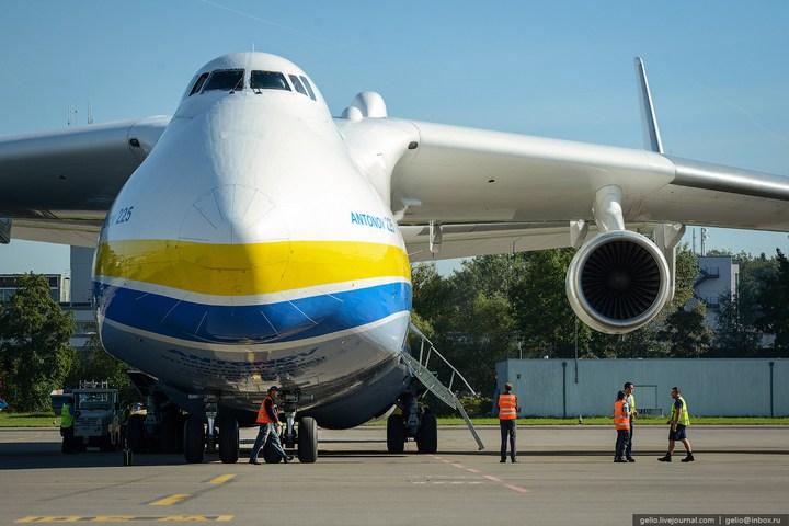 Ан-225 «Мрия» - самый большой самолет в мире (6)
