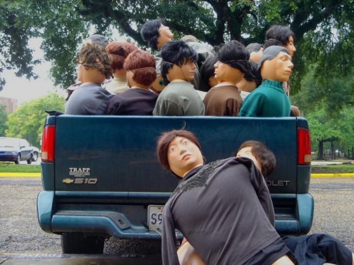 Массовка из кукл. Куклы статисты в кино (5)