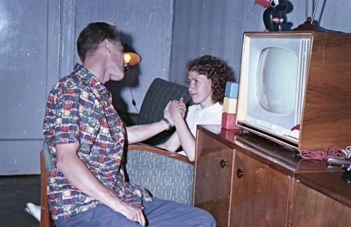 Старая фотосессия в советской коммуналке (17)